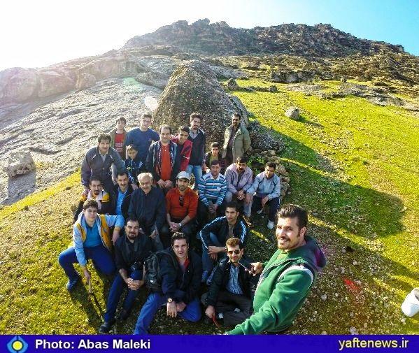 صعود مشترک و کاشت بلوط توسط هنرمندان و روزنامهنگاران در ارتفاعات خرم آباد