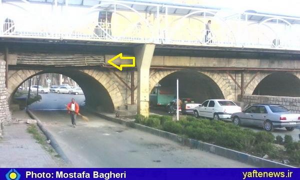 پل حاجی خرمآباد صدمه دید + عکس
