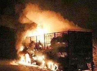 بار اضافه کامیون، آتش به جان راننده و مردم الشتر انداخت!/ بار کج به مقصد نرسید