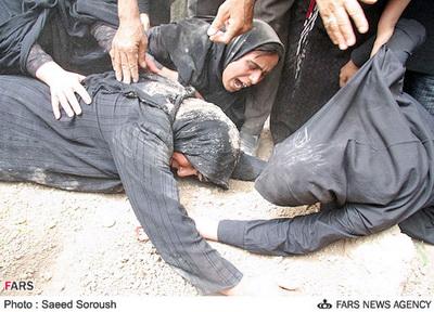 نالههاي دردآور زنان لرستان در غم از دست دادن عزيزانشان كه براي كارگري به تهران رفتند و در حادثه سعادتآباد زير آوار مدفون شدند